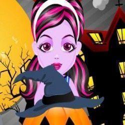 Nesse jogo online você vai poder fazer a decoração da abóbora de halloween da Draculaura. Ajude essa garotinha a fazer com que  a festa das bruxas fique mais bonita e mais animada.