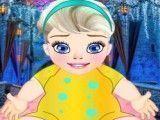 Bebê Elsa trocar fralda