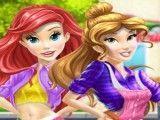 Bela e Ariel lavar carro