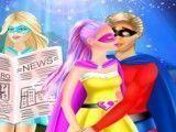 Super Barbie e namorado beijar