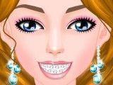 Aparelho nos dentes da menina
