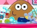 Bebê Pou na banheira