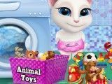 Angela lavar brinquedos