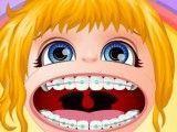 Cuidar dos dentes da Barbie bebê