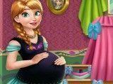 Grávida Anna decorar quarto do bebê