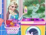 Elsa lavar roupas sujas