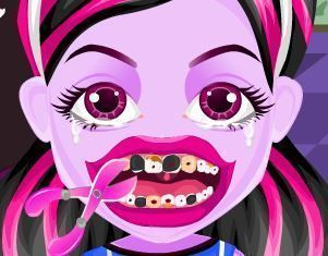 Bebê Draculaura no dentista