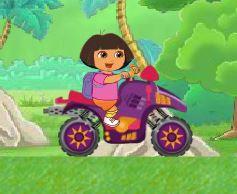 Dora quadriciclo na floresta