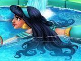 Princesa Jasmine na piscina