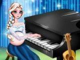 Elsa grávida tocar piano